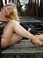 Welcome to Pantyhoseinnylons.com ~ An overdose of pantyhose . nylons and stockings ~ Angel outside is ripping her shiny stockings